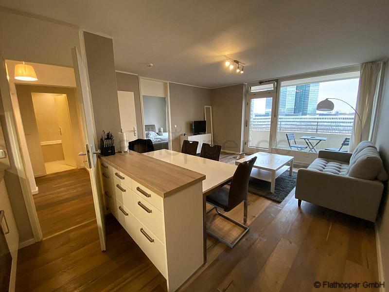 moderne 2 zimmer wohnung mit balkon in m nchen schwabing nr 101008. Black Bedroom Furniture Sets. Home Design Ideas