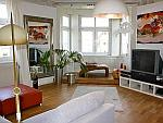 Sonnige und stilvolle 4-Zimmer-Altbau-Wohnung mit Balkon und Stellplatz in Stuttgart-West