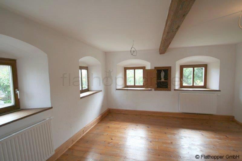 neu renoviertes bauernhaus mit terrasse und balkon in. Black Bedroom Furniture Sets. Home Design Ideas