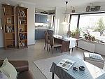 Sonnige, hochwertig möblierte 2-Zimmer-Wohnung mit Dachterrasse in München - Laim