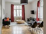Möblierte 3-Zimmer Altbauwohnung mit Aufzug und Balkon