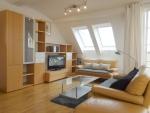 Hochwertig möblierte Dachgeschoss-Wohnung mit zwei kleinen Dachterrassen in München - Haidhausen