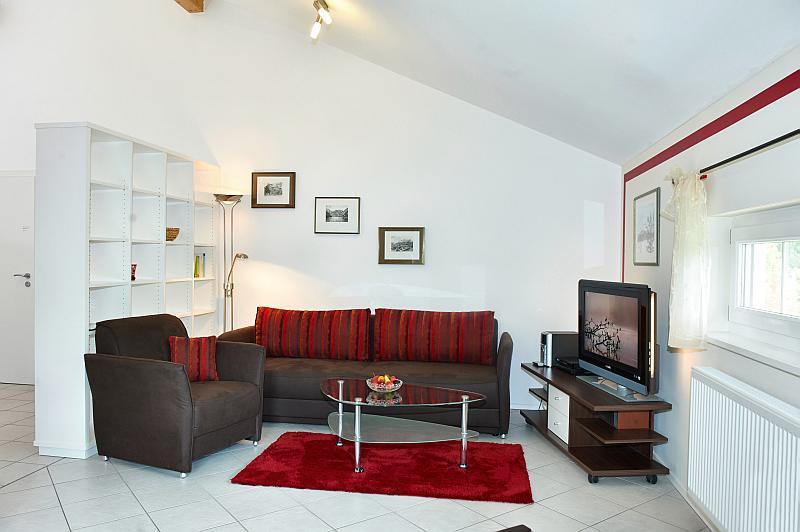 2 zimmer wohnung mit studiocharakter inkl balkon in bad endorf landkreis rosenheim nr 90571. Black Bedroom Furniture Sets. Home Design Ideas