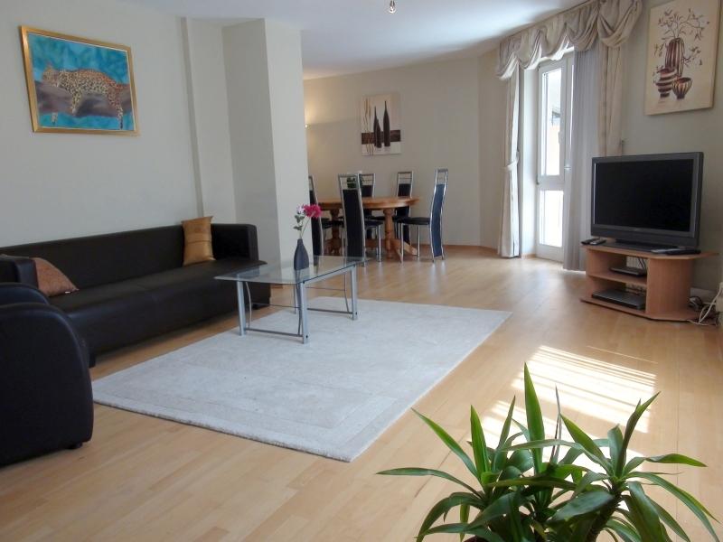 Vollmöblierte 4-Zimmer-Wohnung mit Balkon und KFZ-Stellplatz in München - Au